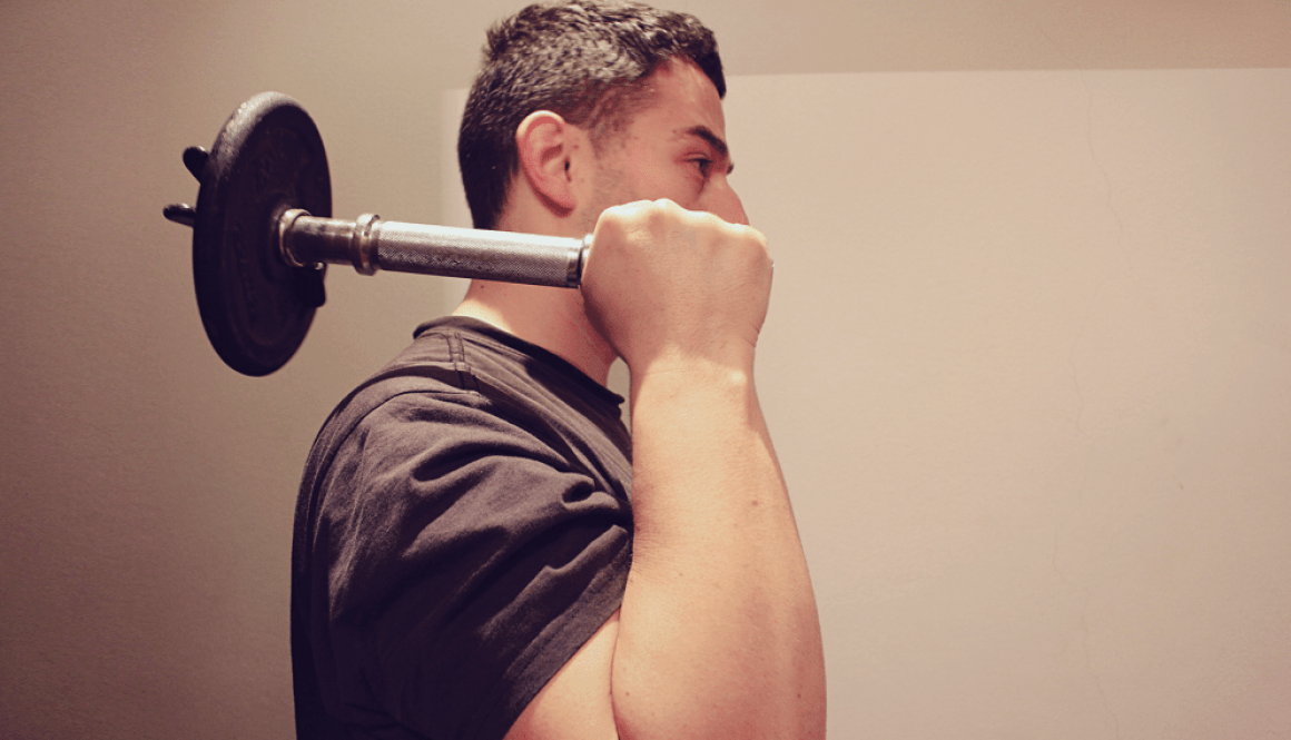 train_wrists_and_arms_with_weights_to_get_fluidity