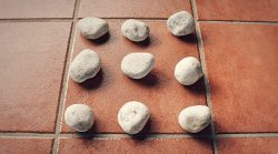 The 6 stones: an exercise to develop coordination